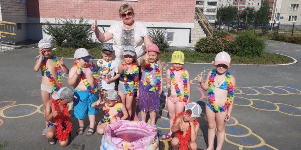 Лето славная пора! Любит лето детвора!