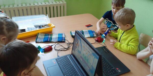 Работа в научной цифровой лаборатории «Экспериментариум» в детском саду Теремок